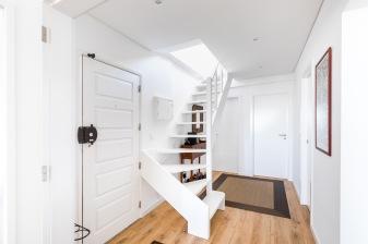 remodelação_design_interiores_escadas_hall_03