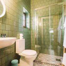 Hostel_wc_toilet_bathroom_casa_de_banho_01